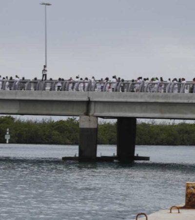 MARCHAN 'POR LA PAZ Y LA DIGNIDAD': Maestros se manifiestan en Cancún y Chetumal en rechazo al violento desalojo del Zócalo en el DF
