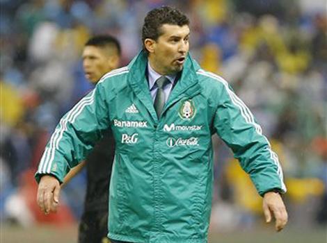 FUTBOL: Tras la humillante derrota ante Honduras en el Azteca, cesan al 'Chepo'; Tena, al relevo en la Sección