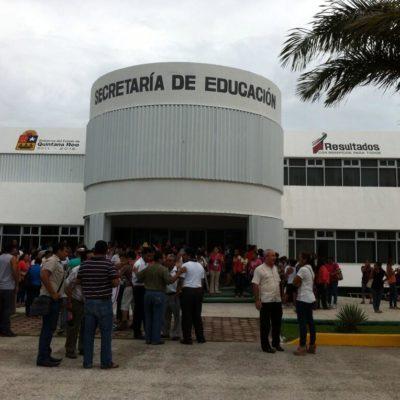 Toman oficinas de la SEQ en Cancún ante la amenaza de sanciones y despidos de maestros en paro