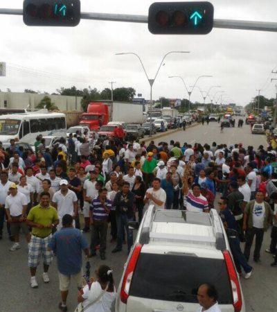 BLOQUEOS 'INTERMITENTES' EN CANCÚN: Maestros montan 'retenes informativos' en los principales accesos y salidas de la ciudad