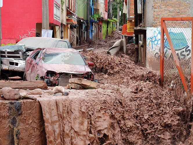 TORMENTAS PEGAN A MÉXICO: Más de 50 muertos y 1.2 millones de afectados por el impacto de 'Manuel' e 'Ingrid'