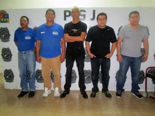 CAEN MÁS 'CLONADORES': Capturan a 5 hombres que compraron artículos electrónicos con tarjetas 'clonadas'