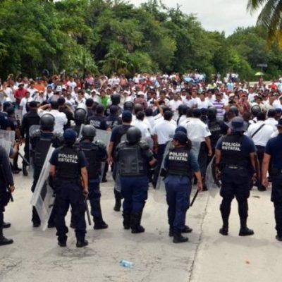 CONVULSIONA A CANCÚN MEGAMARCHA: Protestan miles de maestros por trampas al diálogo con Borge; Zona Hotelera, bloqueada por dos horas; caos vial en todo el Centro