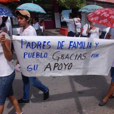 Realizan maestros en Chetumal 'marcha de agradecimiento'