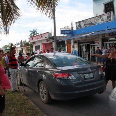 REBELIÓN DE BURÓCRATAS EN FCP: Sitian Palacio Municipal y retienen al Tesorero y al Secretario por falta de pagos