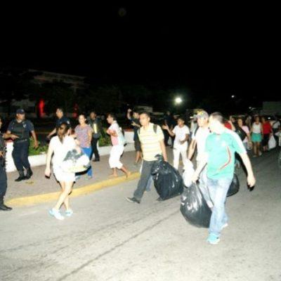 Acuden ciudadanos de Playa a tirar basura al Palacio Municipal ante el colapso del servicio