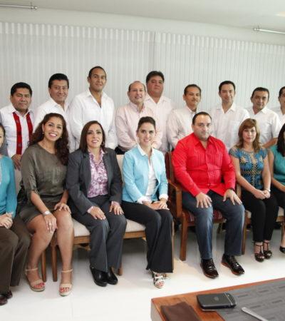 PRESUME BORGE A SU 'BETOBANCADA': Mientras maestros protestaban, Gobernador se reunió con sus nuevos diputados