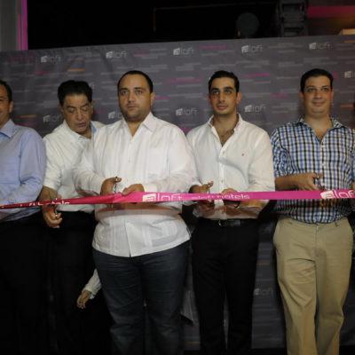 GOBERNADOR DE ORNATO: No tiene Borge tiempo para los maestros, pero sí para inaugurar hotel de socio de Joaquín Hendricks