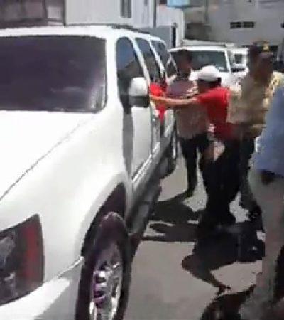 ZAFARRANCHO EN PALACIO DE GOBIERNO – CHOCAN MAESTROS Y EL GOBERNADOR: Se enfrentan escoltas de Borge con profesores al quedar cercados en camioneta; reportan 3 maestras atropelladas por huida del mandatario que canceló asistencia a su II Informe