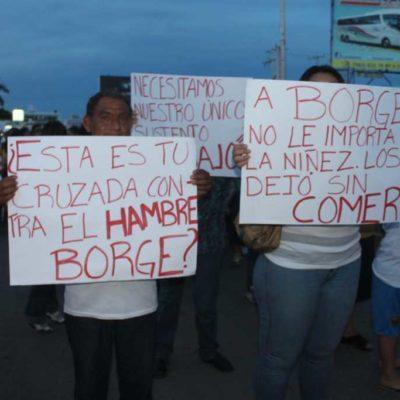 """PROTESTAN LOS 'MALQUERIDOS': Marchan en Chetumal cientos de burócratas despedidos por Borge; """"nos usaste para tu fraude electoral y ahora nos corres"""", reprochan; piden reubicación o liquidación justa"""
