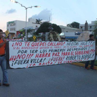 """MARCHA DEL DESEMPLEO: Protestan burócratas despedidos por Borge en Chetumal: """"Te dimos nuestro voto y tu nos votaste a nosotros"""""""