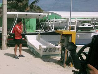Roban cinco motores fuera de borda de lanchas en Puerto Morelos