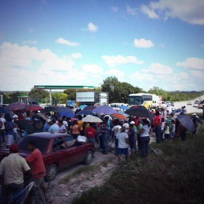 TENSIÓN POR BLOQUEOS CARRETEROS: Cierran carretera en Nicolás Bravo en apoyo a lucha magisterial y presionar el reinicio del diálogo; temen desalojo violento