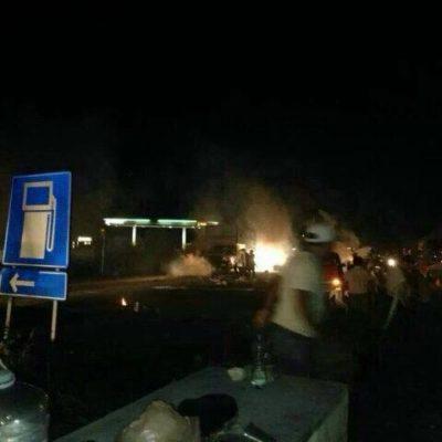 SÁBADO VIOLENTO AL SUR DE QR: Con macanazos, disparos y gases lacrimógenos, rompe Borge bloqueo carretero de maestros y padres en Nicolás Bravo; pobladores resisten embestida, hacen retroceder a la policía y obligan a autoridades a dialogar