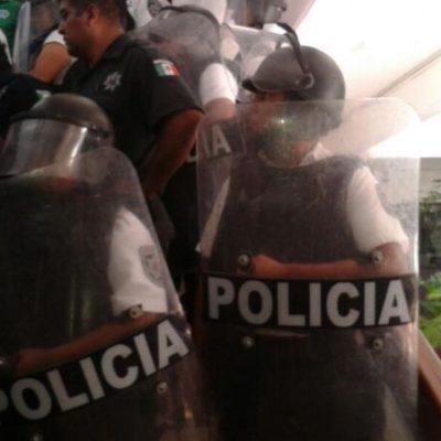"""PAUL CARRILLO, PEGA Y COBRA: Pretende Alcalde de Cancún que manifestantes le paguen cascos y escudos de granaderos; justifica Borge represión porque se protegió """"la imagen de nuestros destinos"""""""