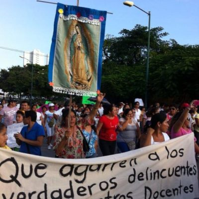 LIBERAN A MAESTROS DETENIDOS: Con fianza y tras marcha de miles en rechazo al desalojo violento del Palacio Municipal, salen libres profesores en Cancún