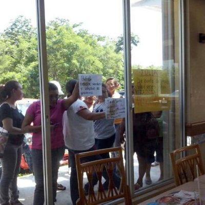 REPUDIAN A LÍDER DEL SNTE: Sorprenden a Rafael González Sabido en reunión clandestina para tratar de dividir a maestros y lo acusan de 'traidor' y 'vendido'