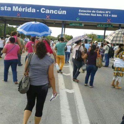 TOMAN MAESTROS AUTOPISTA: Asume movimiento magisterial control de caseta en la carretera de cuota Mérida-Cancún para protestar contra reformas de Peña
