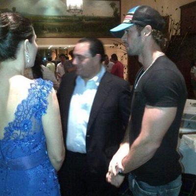BORGE, EL FRÍVOLO, EN SU 'TEMPESTAD': Exhiben al Gobernador de QR que, mientras ordenaba desalojo violento de pobladores en Nicolás Bravo, estaba de viaje en Veracruz en una velada con el actor William Levy