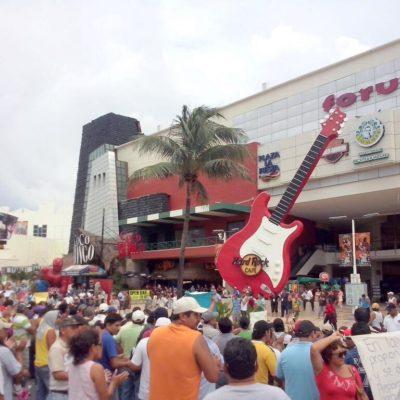 COLAPSAN MAESTROS PUNTA CANCÚN: Nuevo bloqueo magisterial en otra incursión relámpago a la Zona Hotelera contra la reforma educativa y la falta de diálogo