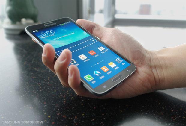 LO ÚLTIMO EN 'SMARTPHONES': Lanza Samsung teléfono con pantalla curva