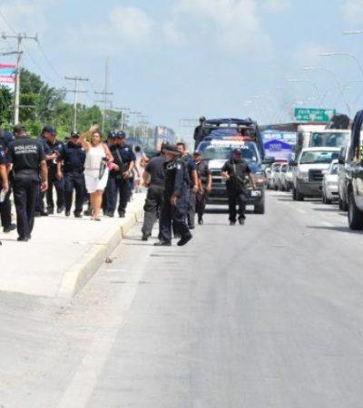 Impiden policías armados bloqueo de maestros en la Portillo de Cancún