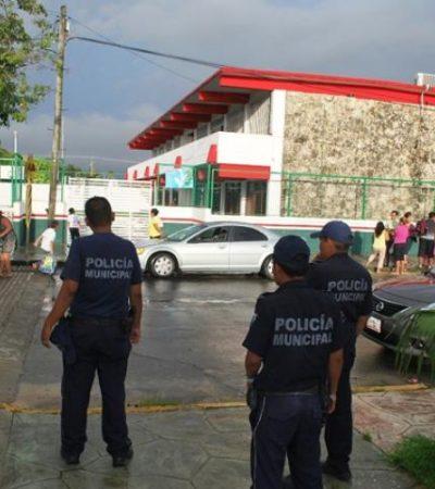 Con policías impiden cierre de escuela en Chetumal
