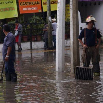 Exhiben lluvias deficiencias de Cancún y provocan caos vehicular