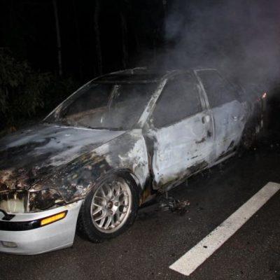 Incendian auto con reporte de robo en FCP
