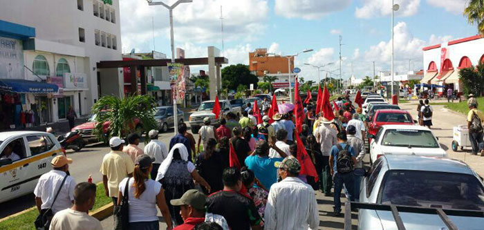 Marchan en Chetumal campesinos de 5 municipios para reclamar promesas incumplidas