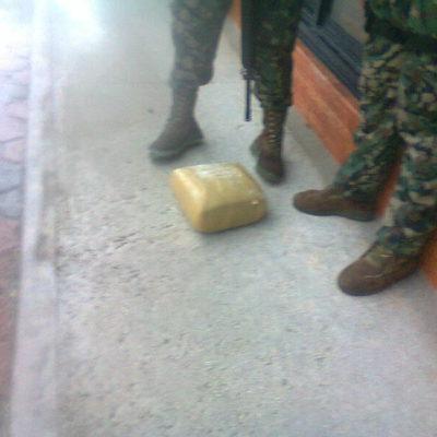 Recala paquete con 5 kilos de marihuana en playa de Puerto Morelos