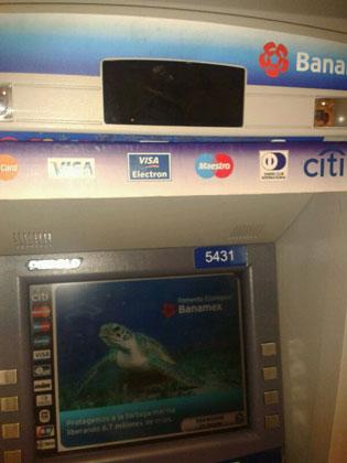 Desactivan aparato clonador de tarjetas en cajero de la Zona Hotelera de Cancún