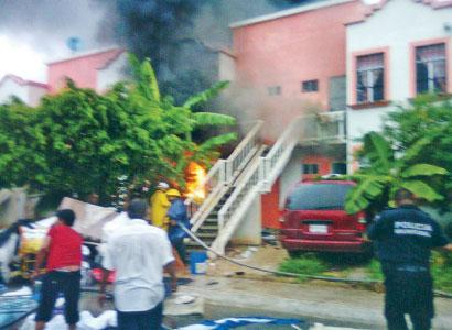 Taxista salva de morir a 2 menores en un incendio en Paraíso Maya