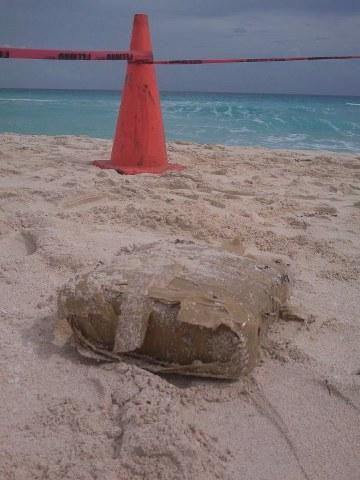 Recala paquete con droga en Playa Delfines en Cancún