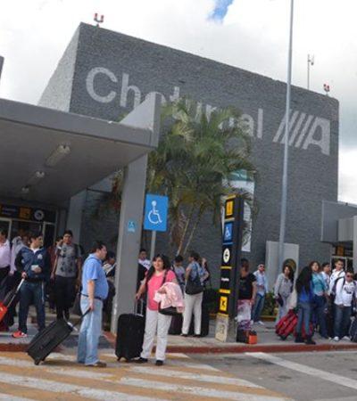 ALBOROTO DE TAXISTAS EN EL AEROPUERTO: 'Chafiretes' se pelean por el pasaje causando mala imagen a Chetumal