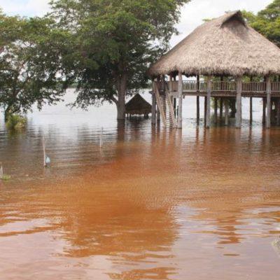 Mantienen lluvias inundadas zonas bajas el poblado de Noh-Bec