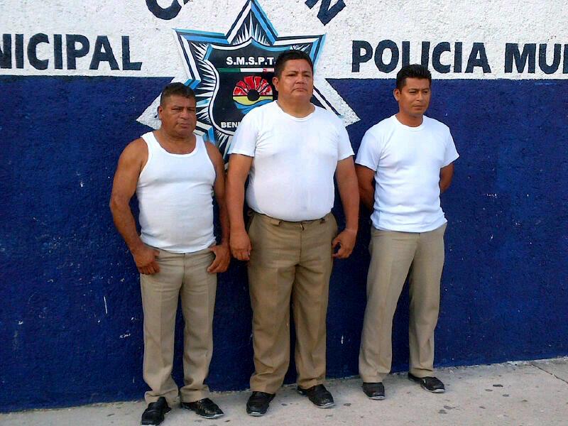 POLIC+ìAS DE TR+üNSITO DETENIDOS