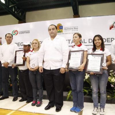 Entregan Premio al Deporte 2013 en QR a la halterista chetumaleña Carolina Valencia