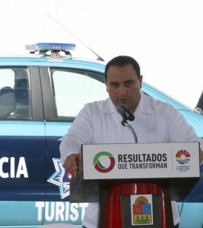 """Un día después de ejecución y narcomensaje, se apresura Borge a entregar patrullas para """"reforzar"""" seguridad en Cancún"""