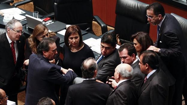 CORTAN CON SIMULACIÓN Y COMPLICIDADES: Abandona PRD el Pacto por México por debate sobre la reforma energética; se frena en el Senado la reforma política