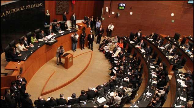 Aprueban en comisiones del Senado reforma política: Legisladores podrán reelegirse