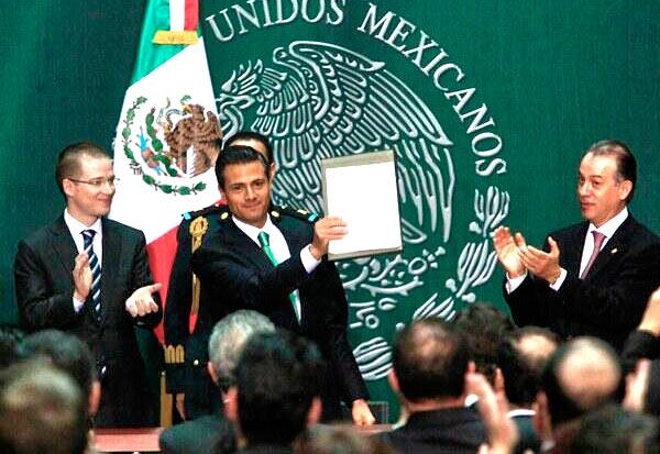 CONSUMAN LA POLÉMICA APERTURA: Promulga Peña Nieto reforma energética que termina con 75 años de nacionalismo petrolero