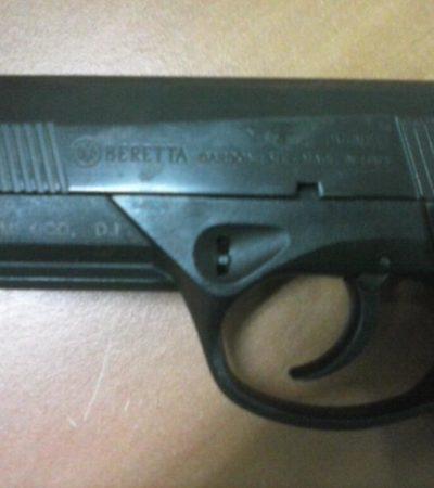 Denuncia periodista ataque con arma de la policía municipal en Cancún