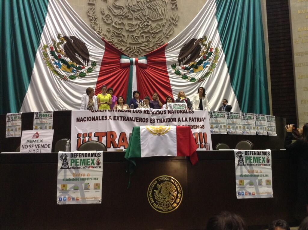 """PLANCHAN 'MILAGRO' GUADALUPANO: Con 354 votos a favor y 134 en contra, diputados aprueban en lo general la reforma energética; """"traidores a la patria"""", acusa la izquierda"""