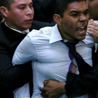 """""""Ya inició el movimiento y vamos a tirar tu gobierno"""": joven que interpeló a Peña Nieto al promulgar reforma"""