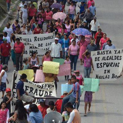 Desconocen pobladores a Alcalde electo en Nicolás Bravo