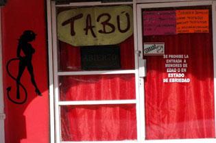 TENDRÁN LADRONES 'FELIZ NAVIDAD': Roban en 'sex shop' de Cozumel $30 mil en juguetes sexuales y películas porno