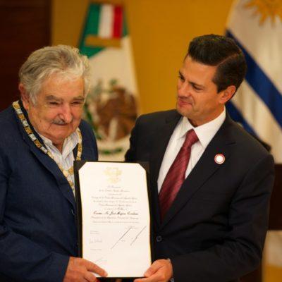 Condecora Peña con el Águila Azteca a José Mujica, Presidente de Uruguay