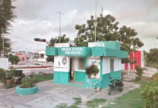 Vándalos atacan e incendian caseta de policía en Chetumal