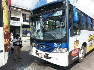 Choque de camiones en la Avenida Tulum de Cancún deja 17 heridos